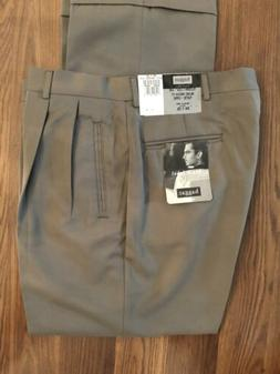 New HAGGAR Mens Pants 34 X 29 Relaxes Anerican Fit Pleated C